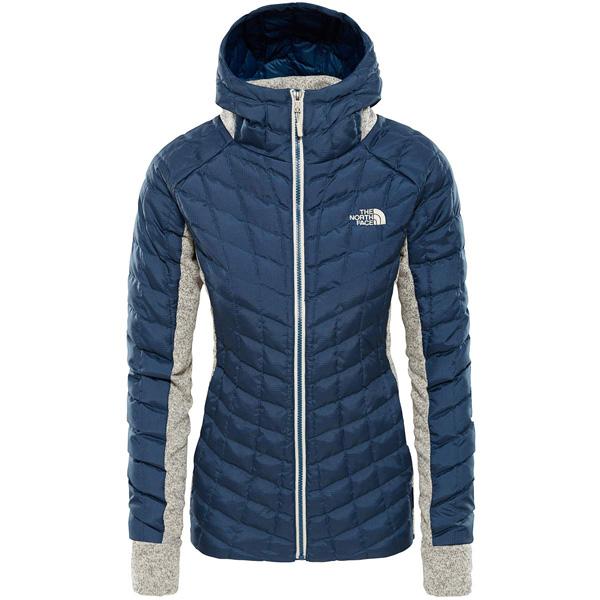 dbb06fd0b6 Cette veste hybride de la marque The North Face se caractérise par une  performance optimale et une légèreté incomparable.