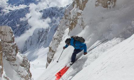 Skiez léger avec les chaussures de ski de rando Dalbello Quantum et les skis Völkl Rise
