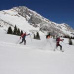 Tenue de raquette à neige : comment bien s'équiper de la tête aux pieds ?